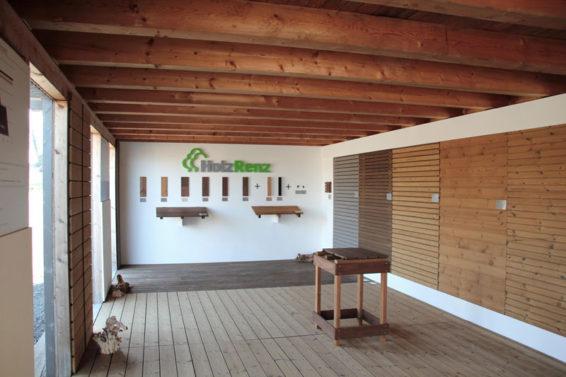 Holz Austellungspavillon Terrasse Fassade